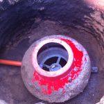 8. Установка подводящей канализационной трубы и контроль соединения